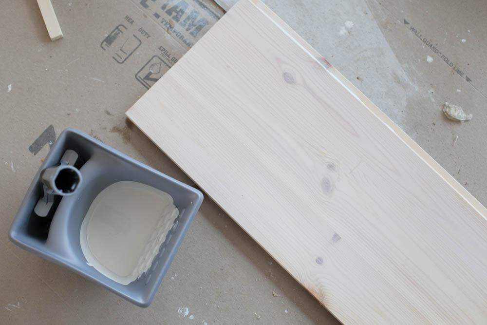 Mökin pintakäsittelyt: lattian lipeöinti ja hirren sävy