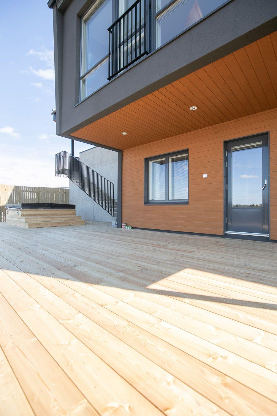 Uuden kodin terassin rakentaminen