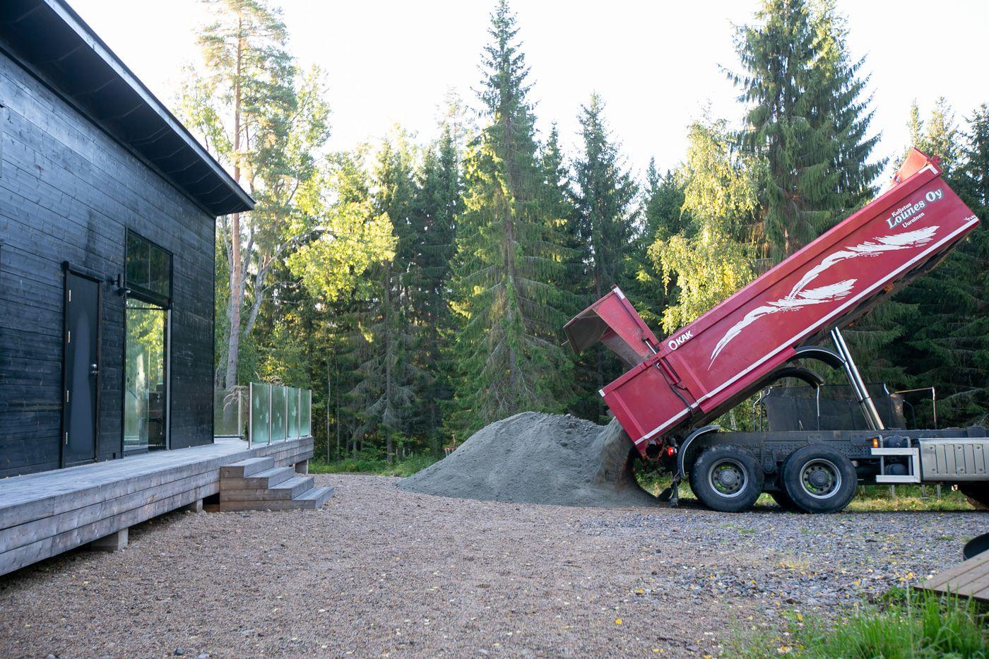 Mökin pihatyöt: Pieni opas maa-aineisten tilaamiseen